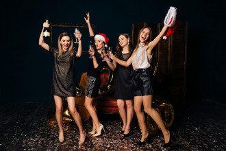 Новий год_праздник_шампанское_девушки