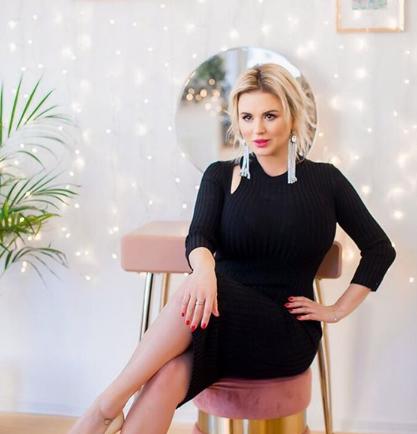 Анна Семенович опубликовала снимок с символом 2019 года