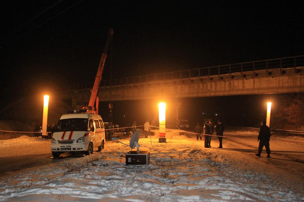 """В Донецке неизвестные подорвали железнодорожный мост, утверждают в """"МЧС ДНР"""""""
