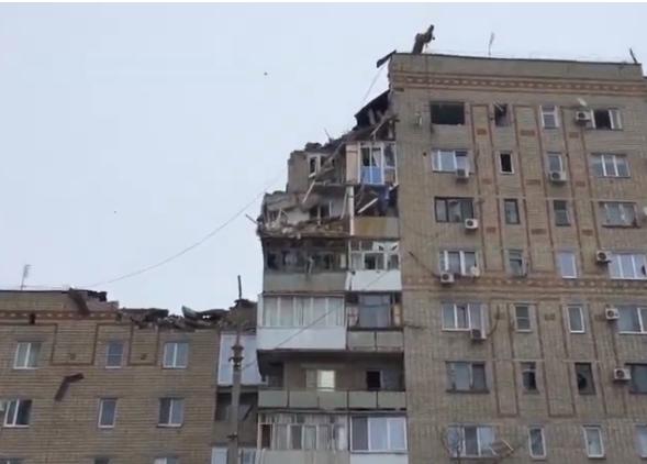 В Шахтах число жертв взрыва в многоэтажке возросло до двух человек