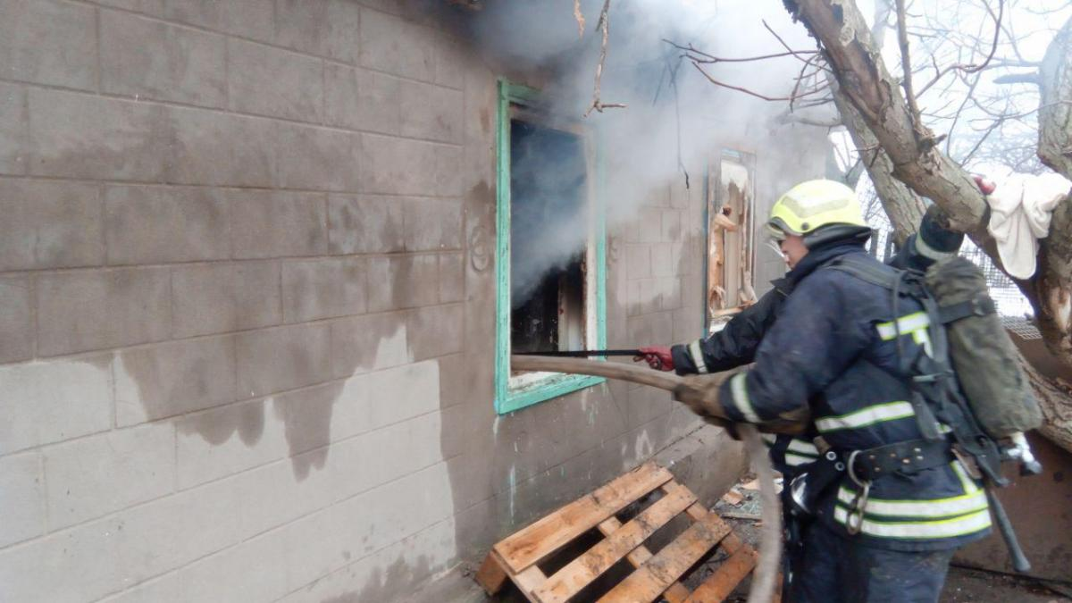 На Запорожье после пожара найдены мертвыми двое детей, их мать покончила с собой