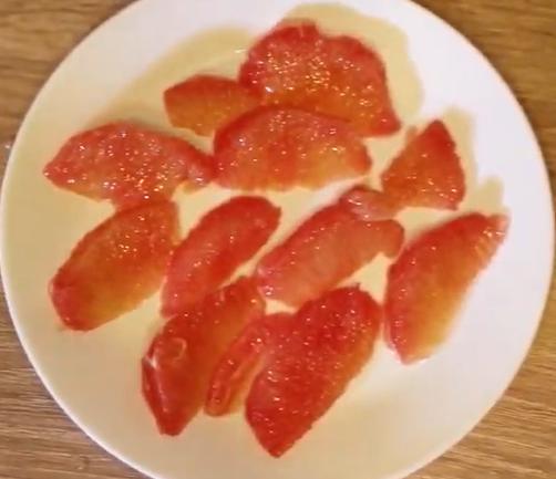Диетолог сообщила, что грейпфрут, ананас, имбирь, корица, хрен и горчица — натуральные жиросжигатели