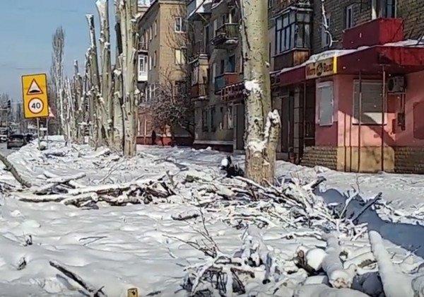 В Горловке зимой трамваи не могут ездить, а людям приходится стоять в очереди за питьевой водой, выяснили журналисты
