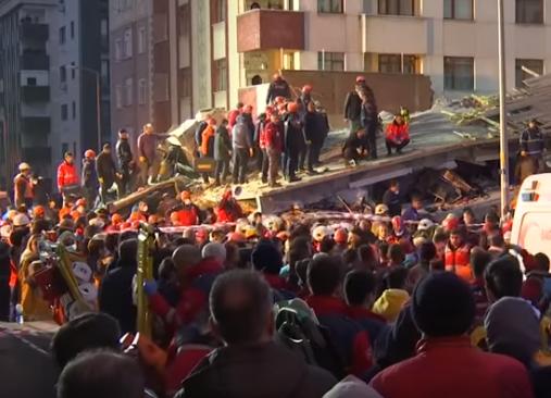 В Стамбуле количество жертв обрушения 8-этажки возросло до 11 человек