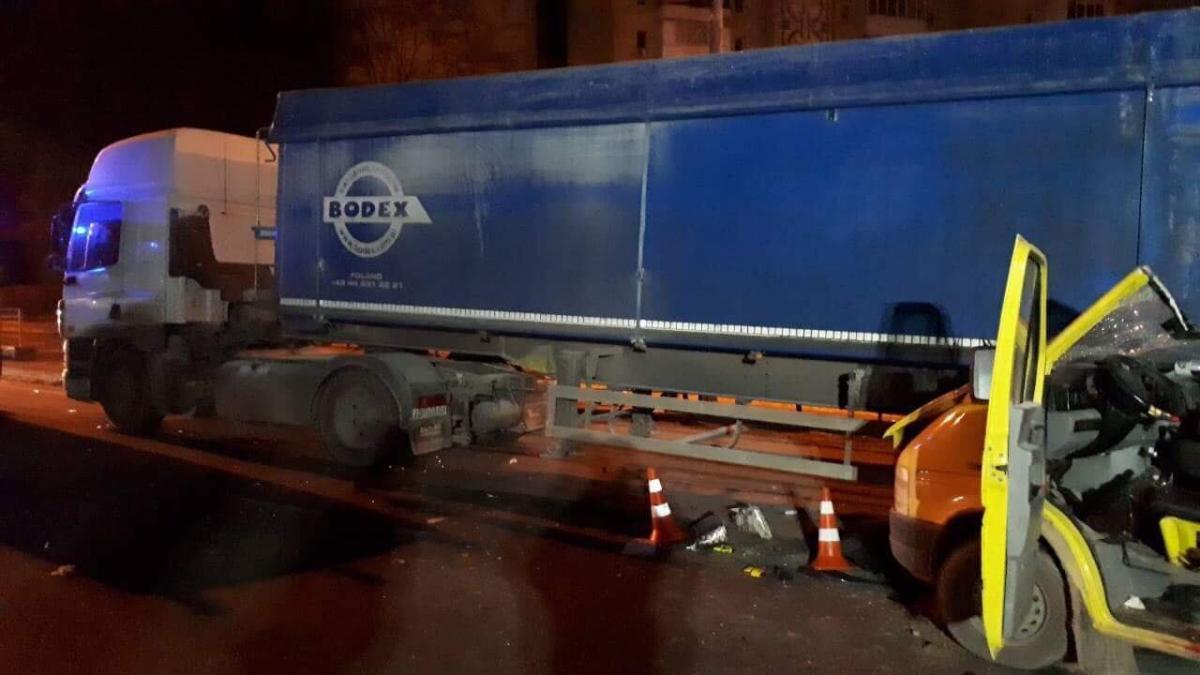 В Виннице в ДТП попал микроавтобус с иностранцами