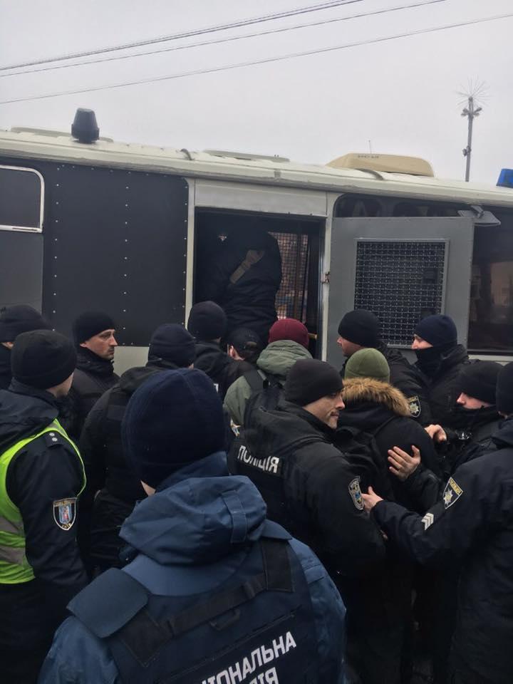 В Киеве произошли стычки между полицейскими и активистами инициативы