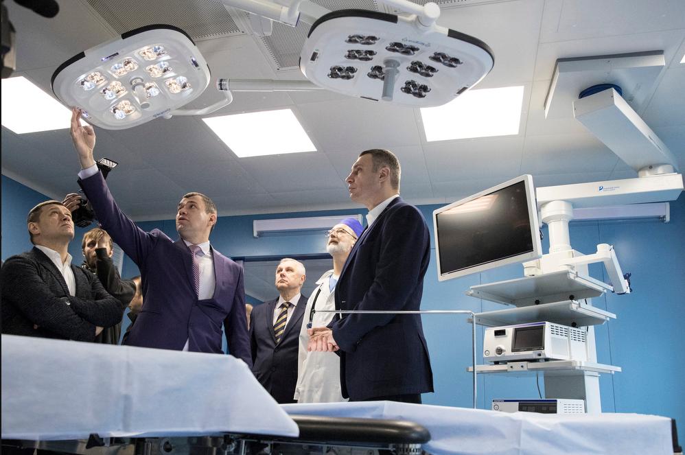 Виталий Кличко в Киевскую клиническую больницу №1, где недавно провели ремонт