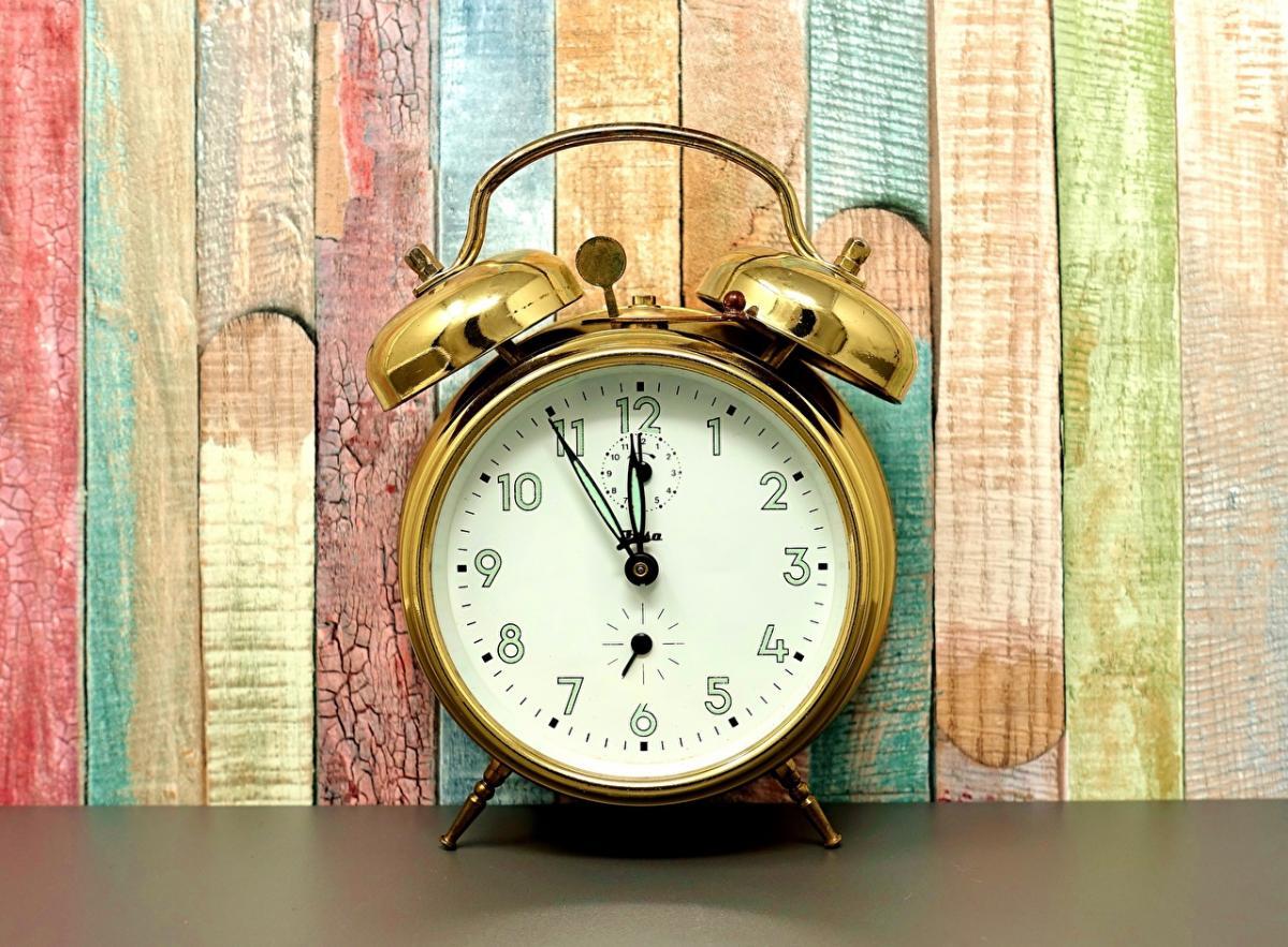 часы_будильник_время