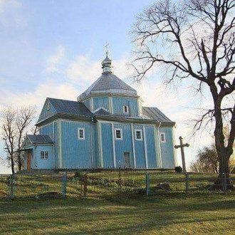 Прихожане и священник закрыли друг от друга церковь / Фото: Facebook/Радошивка