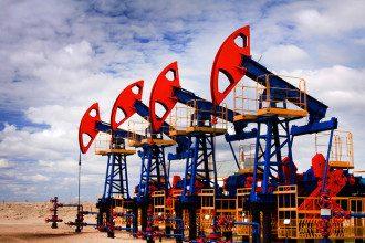 Нефтяные вышки / iStockphoto