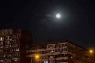 Над Днепром сфотографировали суперлуну