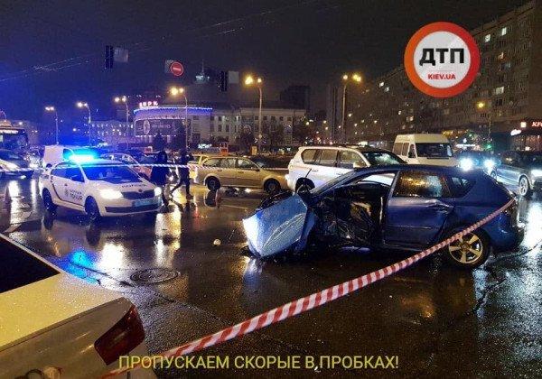 В Киеве злоумышленник на иномарке протаранил три авто, погибла женщина