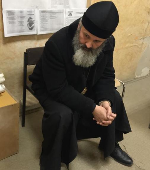 В Крыму российские силовики обвинили архиепископа Климента в использовании нецензурной брани на рынке