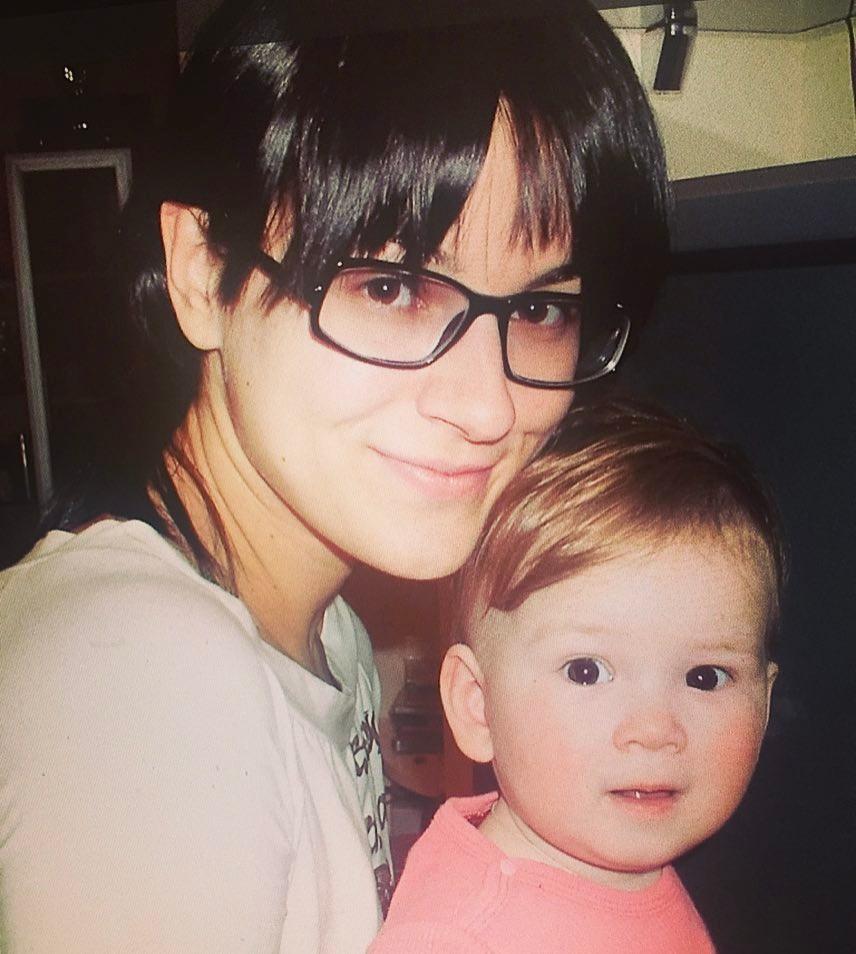 Маша Ефросинина в 2005 году с 1-летней дочкой Наной