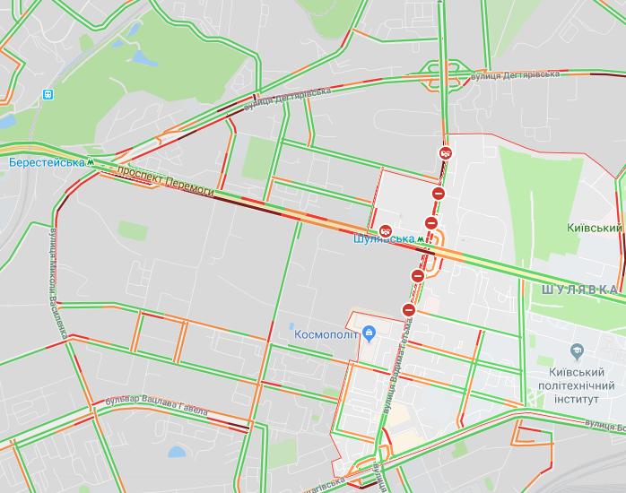 В столице из-за разбора Шулявского путепровода ряд улиц сковали пробки