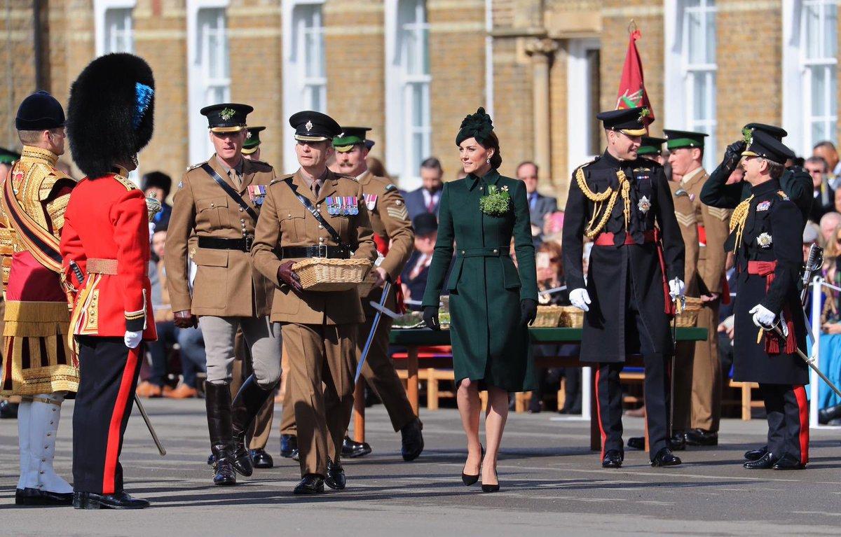 Королева Елизавета иКейт Миддлтон впервый раз вдвоем появились напублике