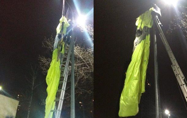 В Киеве мужчина с многоэтажки прыгнул с парашютом