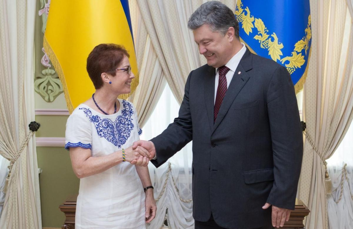 Мари Йованович и Петр Порошенко