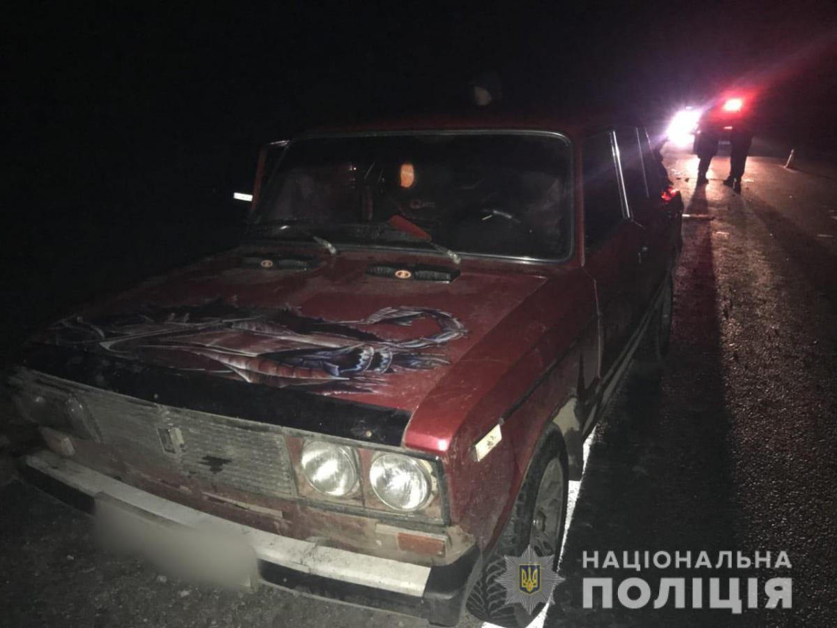 В Харьковской области микроавтобус влетел в легковушку, которую толкали люди, есть жертва