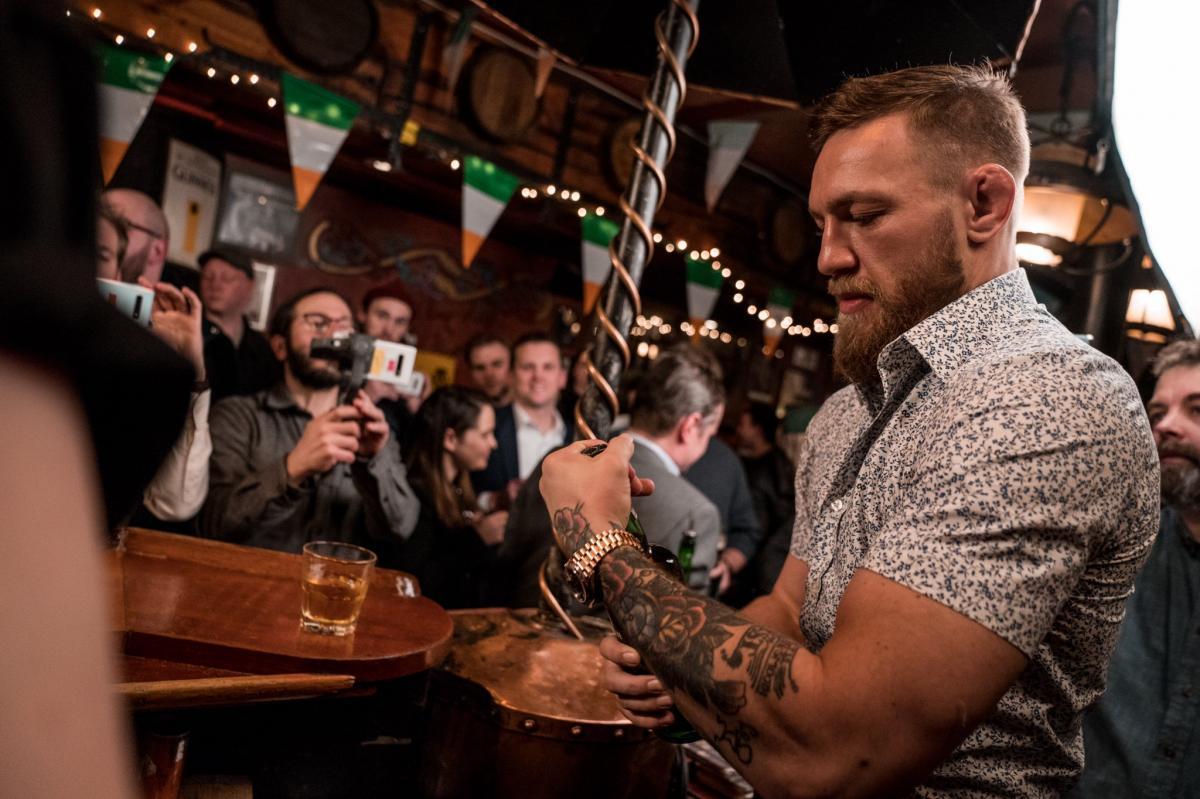 Конор Макгрегор октрывает свой виски Proper 12