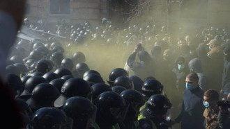Возле АП произошли столкновения Нацкорпуса с полицией