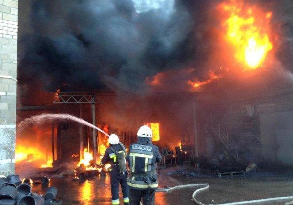 Под Днепром на предприятии произошел серьезный пожар