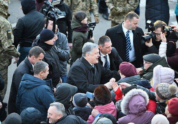 Петр Порошенко не убегал с митинга в Житомире, подчеркнул спикер президента