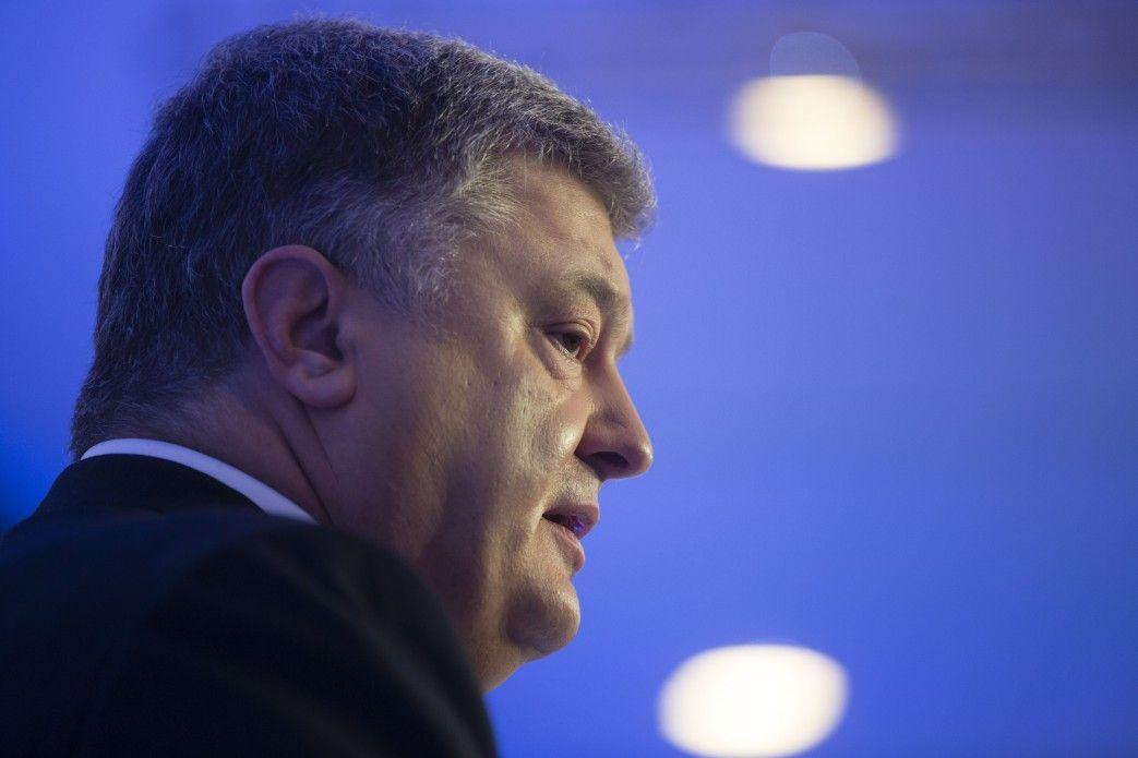 Петр Порошенко хочет провести дебаты с Владимиром Зеленским 14 апреля, чтобы их успели проанализировать СМИ, сообщил Олег Медведев