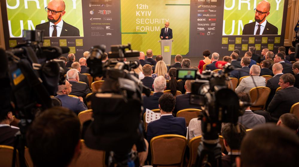 Арсений Яценюк на 12-м Киевском Форуме 11 апреля