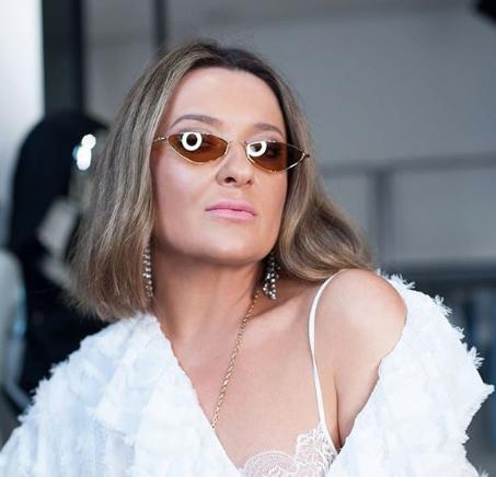 Наталья Могилевская сфотографировалась без макияжа с растрепанными волосами