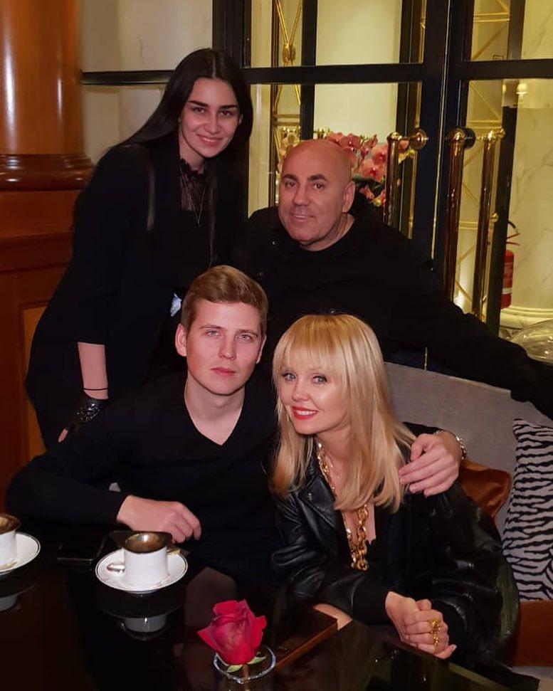 Валерия с сыном Артемием и Иосиф Пригожин с дочкой Лизой
