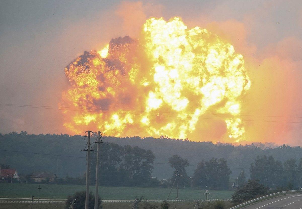 Взрывы на складе боеприпасов в Калиновке
