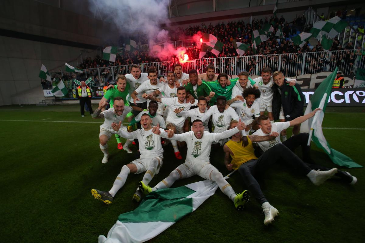 Ференцварош празднует новое чемпионство / fradi.hu