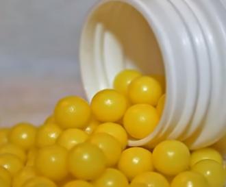 Евгений Комаровский предупредил, что из-за избытка витамина С в почках могут образоваться камни