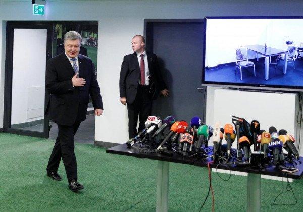 Петр Порошенко сдал кровь на анализы