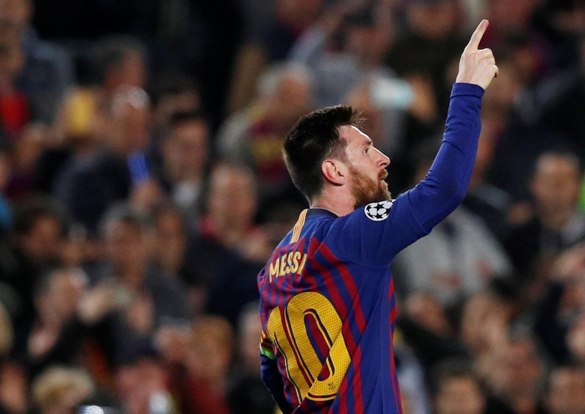 Лионель Месси празднует третий гол в ворота Ливерпуля