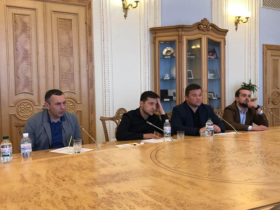 Зеленский осуществил свой первый визит в парламент