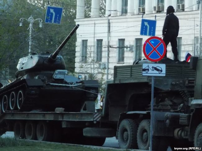 В Крыму российские военные репетировали парады к 9 мая