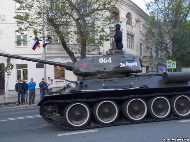 В Крыму военные РФ репетировали парады к 9 мая