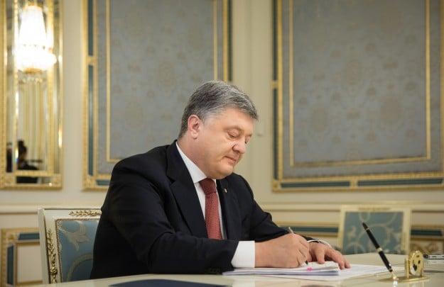 Порошенко подписал указ о предоставлении Грицаку звания героя Украины