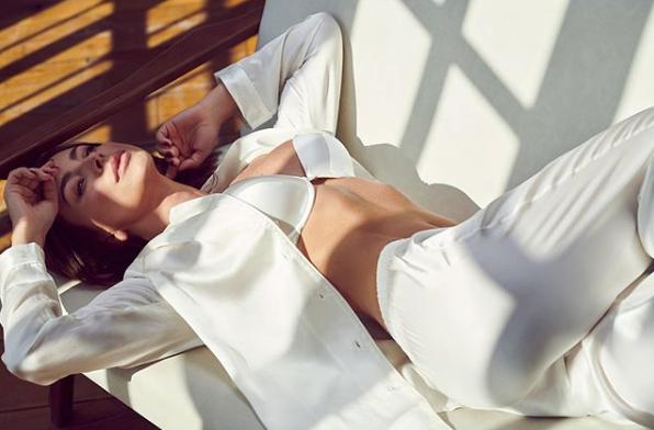 Ани Лорак — Ани Лорак покрасовалась в пижаме из шелка