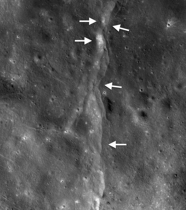 Нибиру расколет Луну: появилась жуткая теория конца света