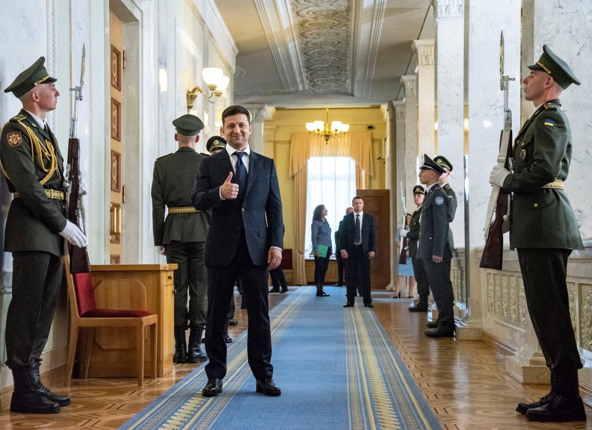 Инаугурация Зеленского — Владимир Зеленский подписал первый президентский указ