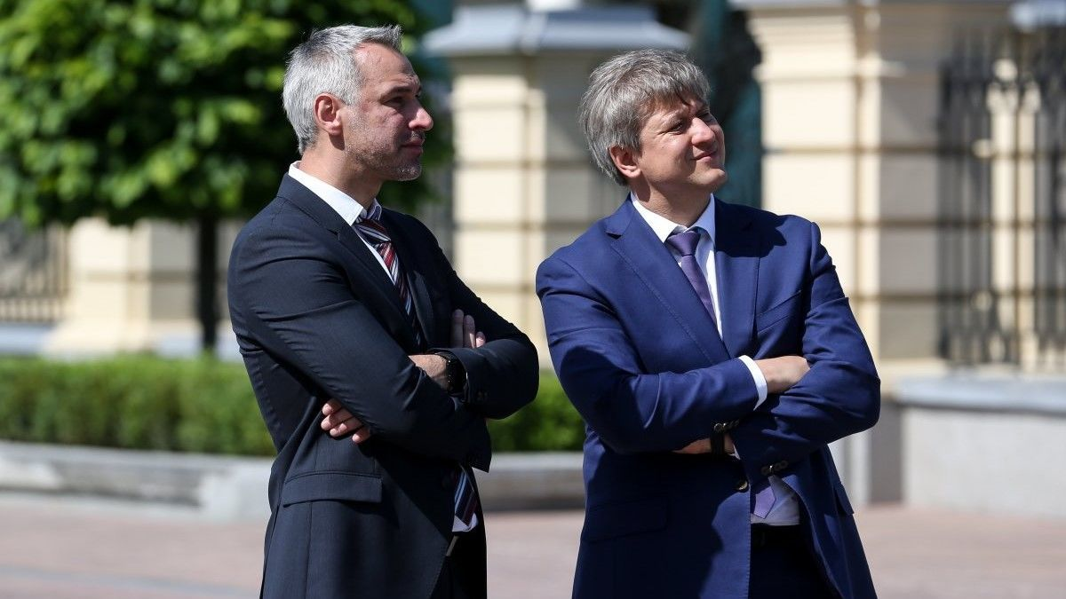 Руслан Рябошапка (слева)