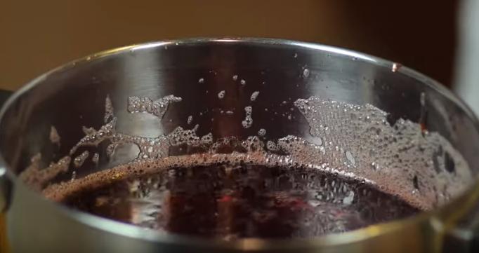 Этапы приготовления клубничного варенья без варки ягод