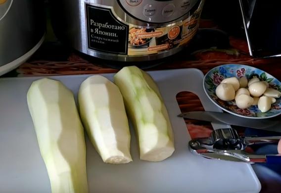 Этапы приготовления кабачков в сметанном соусе
