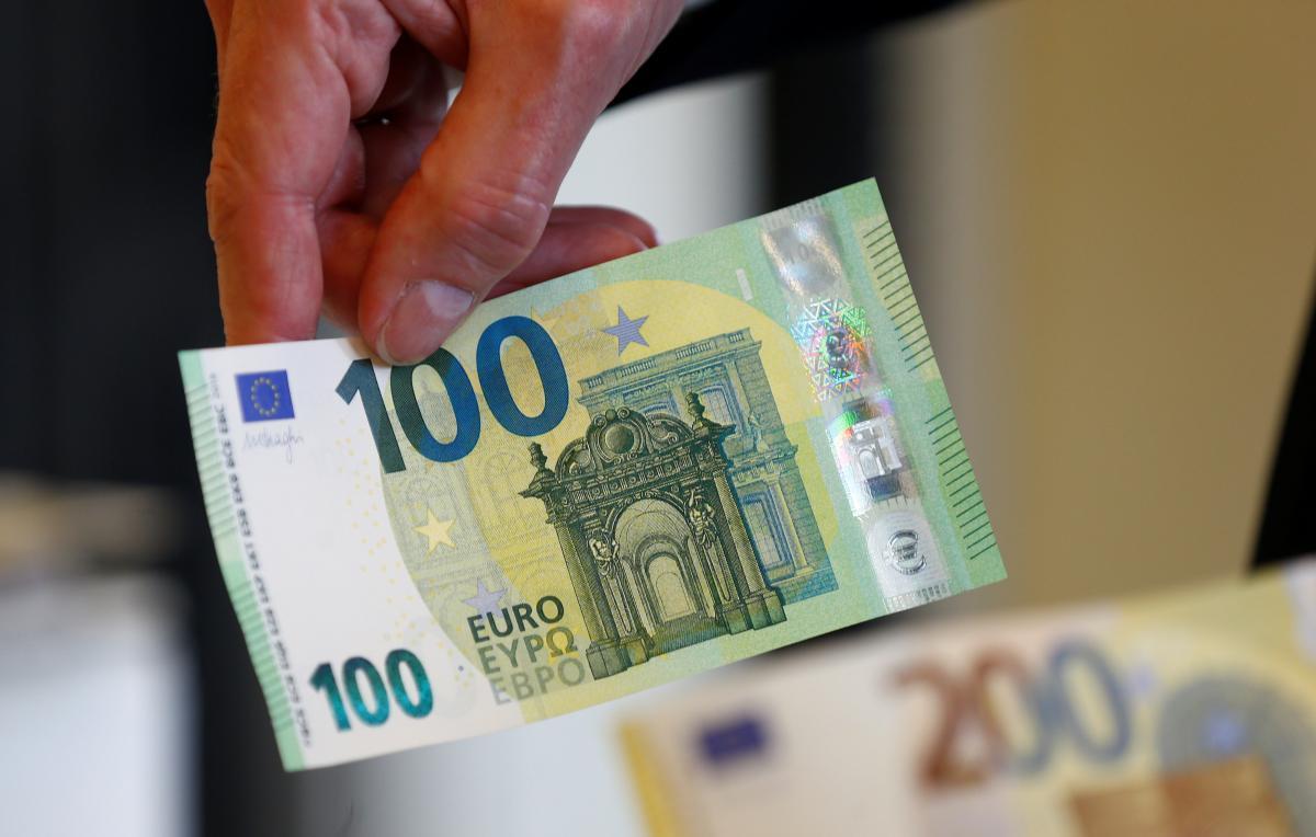 Фото новых купюр в 100 и 200 евро