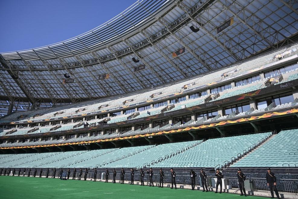 Вокруг стадиона много охраны