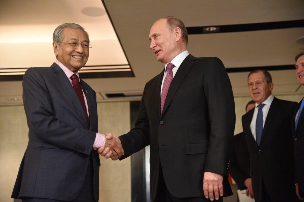 Премьер Малайзии Махатхир Мохамад и Владимир путин / Фото: malaymail.com