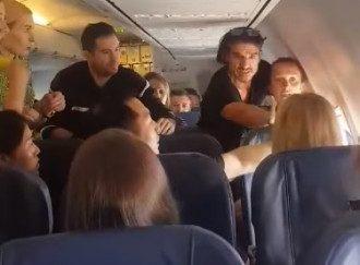 Матерный дебош в самолете. Видео 18+